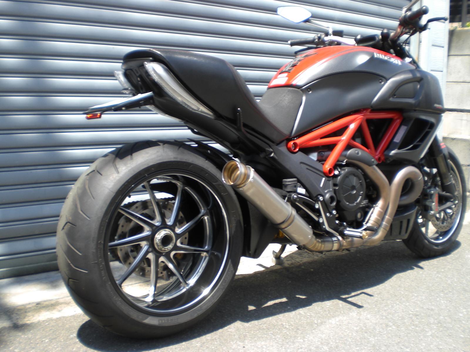Ducati  Diavel  GPフォーミュラスリップオン