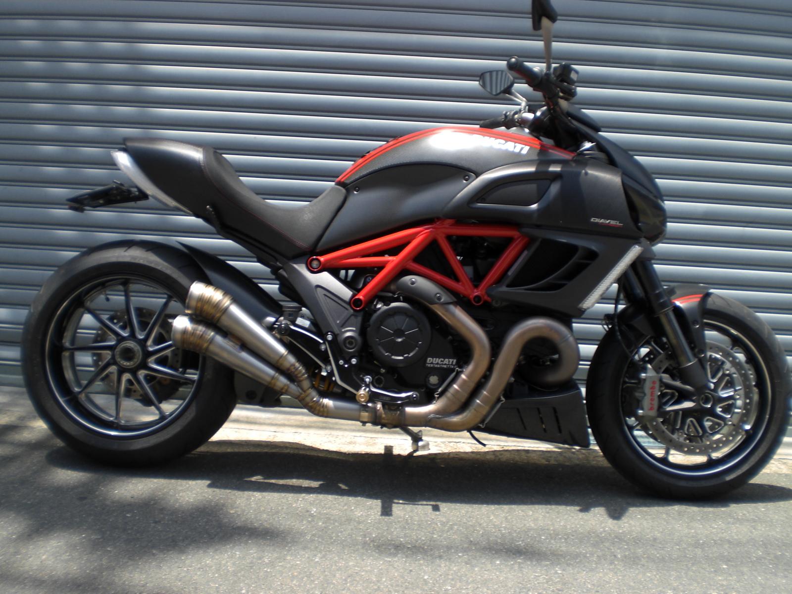 Ducati  Diavel  GPスタイルメガフォン2本出しスリップオン